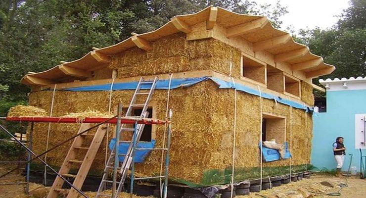 vivienda construida con paja