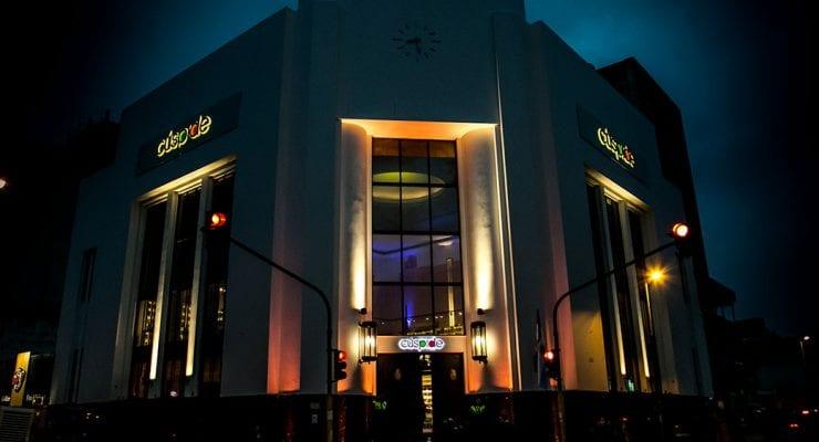REMODELACIÓN Y REFUNCIONALIZACIÓN DEL EX BANCO HIPOTECARIO / Cúspide la librería más grande en el interior del país
