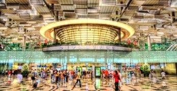 Se inaugura la cascada interior más alta del mundo / aeropuerto de Singapur