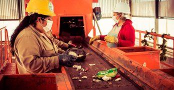 Tafí Viejo convierte residuos secos en materiales para la construcción