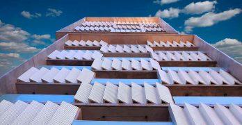 Gran edificio de consultorios médicos con estacionamiento propio