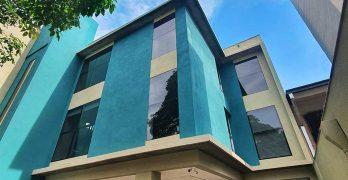 Servicios de Salud en un conjunto arquitectónico austero, moderno y de equilibrada composición