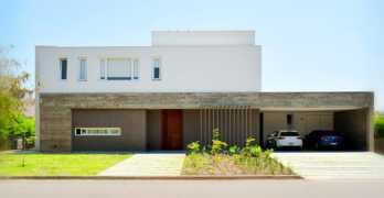 Belleza de una vivienda unifamiliar con una estética simple, pura y minimalista