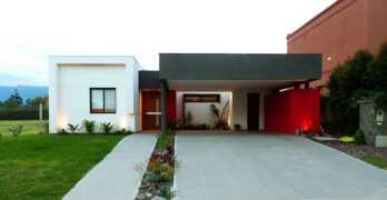 Amplia vivienda de estilo minimalista