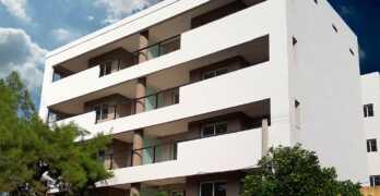 Edificio de departamentos resuelto en cinco niveles